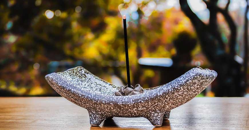 Incenso: Significato Religioso, Uso Medico e Meditativo