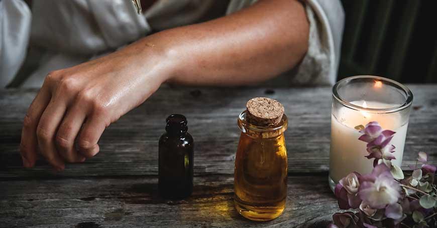 Guida ai benefici e gli utilizzi degli oli essenziali rilassanti