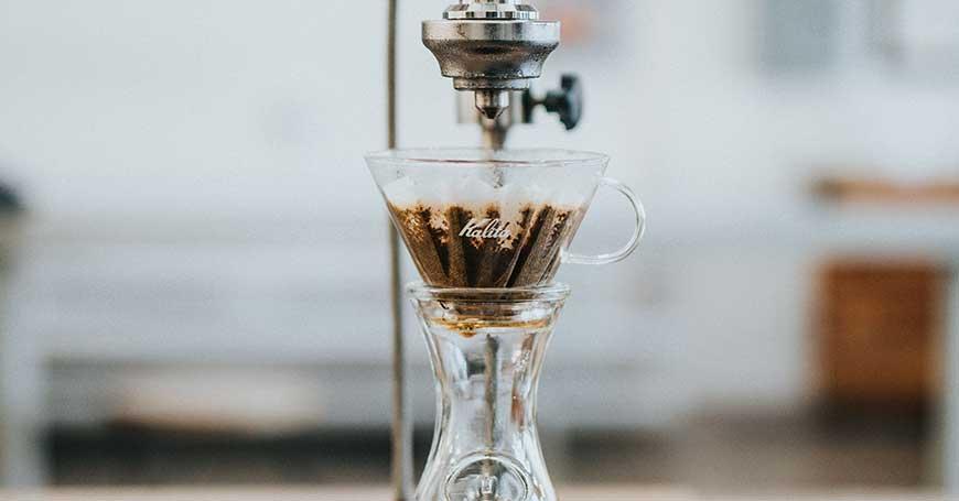 preparazione cold brew coffee con ice drip