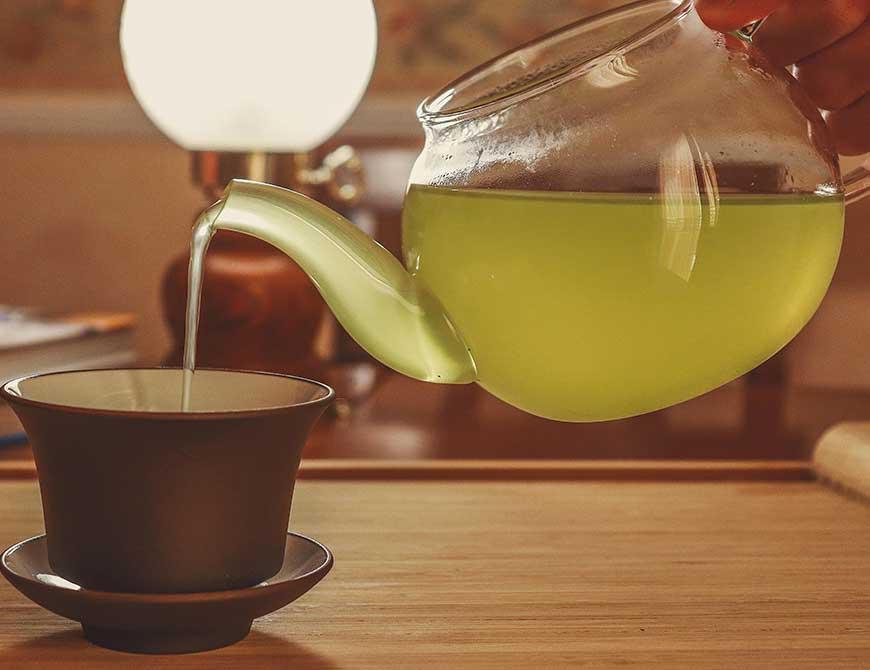 tazza di tè verde giapponese e teiera